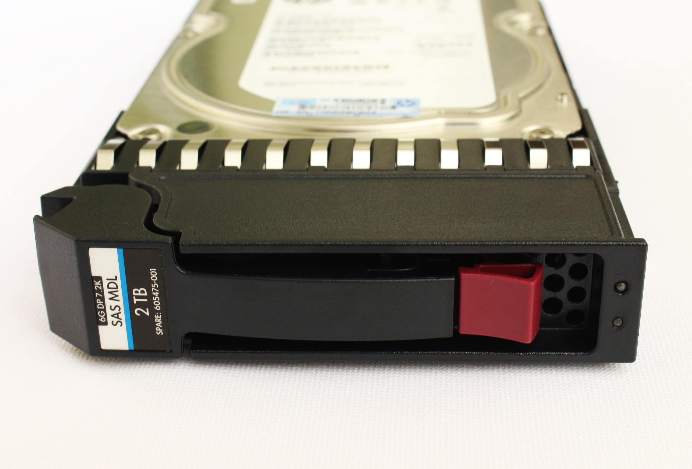 "AW555A HD HP 2TB SAS 6Gb/s DP Enterprise 7.2K LFF Hot-Plug 3,5"" Storage P2000 G3 e MSA foto frontal"